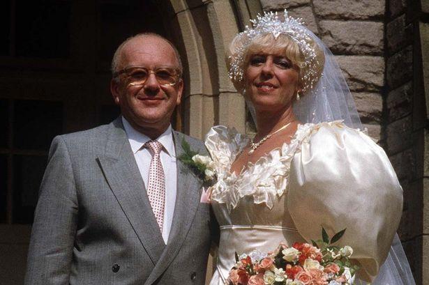 Bet Lynch Alec Gilroy Wedding Coronation-Street