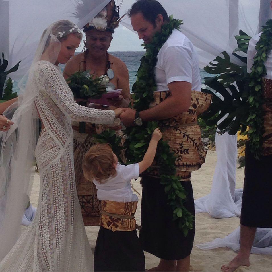 kimberly sanders auckland marriage celebrant lucky in love weddings lace wedding dressjosh kronfeld rarotonga wedding